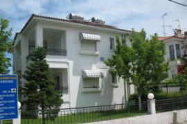 Hanioti apartmani, Vila Alexandros Hanioti
