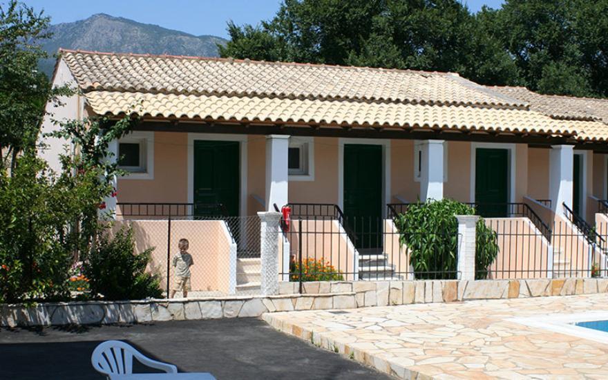 Spoljašnjost vile Platania na Krfu u Grčkoj.
