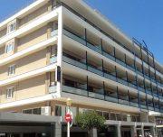 Fasada hotela Best Western Plaza u Rodosu u Grčkoj.