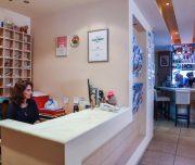 Recepcija hotela Amaryllis u Rodosu u Grčkoj.