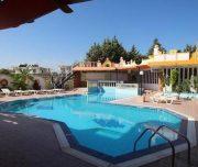 Bazen soba hotela Grecian Fantasia Resort u Rodosu u Grčkoj.